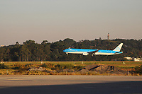 GUARULHOS, SP, 25.05.2021 - AEROPORTO-SP - Aeronave da Companhia Aérea KLM pousa no Aeroporto Internacional de São Paulo, em Guarulhos, nesta terça-feira, 25. (Foto Charles Sholl/Brazil Photo Press)