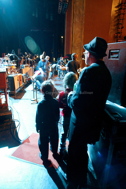 MARSHALL CRENSHAW AND HIS CHILDREN.on the side stage during the annual Glen Burtnik Xmas Xtravanganza..STATE THEATER.NEW BRUNSWICK, NJ.12/10/2004..MARK R. SULLIVAN/markrsullivan.com © 2004