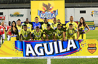 FLORIDABLANCA - COLOMBIA -14 -02-2016: Los jugadores de Atletico Bucaramanga posan para una foto, durante partido entre Atletico Bucaramanga e Independiente Santa Fe, por la fecha 3 de la Liga Aguila I 2016, jugado en el estadio Alvaro Gomez Hurtado de la ciudad de Floridablanca. / The players of Atletico Bucaramanga pose for a photo, during a match between Atletico Bucaramanga and Independiente Santa Fe, for the date 3 between of the Liga Aguila I 2016 at the Alvaro Gomez Hurtado stadium in Floridablanca city. Photo: VizzorImage. / Duncan Bustamante / Cont