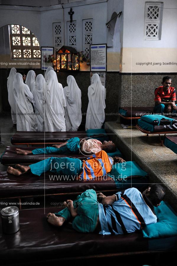 "Südasien Asien Indien IND Kolkata Kalkutta,  Sterbehospiz Nirmal Hriday (reine Herzen) des Ordens Missionarinnen der Naechstenliebe am Kali Tempel, gegruendet von Mutter Teresa buergerlich Anjezë Gonxhe Bojaxhiu lebte von 26. 08.1910 bis  5. 11.1997 | .South Asia India Calcutta, Nirmal Hriday - pure hearts- house for the dying at Kali temple , founded by Mother Teresa , her original name was Anjezë Gonxhe Bojaxhiu born 26. 08.1910 - died 5. 09.1997  -  voluntary service   .| [ copyright (c) Joerg Boethling / agenda , Veroeffentlichung nur gegen Honorar und Belegexemplar an / publication only with royalties and copy to:  agenda PG   Rothestr. 66   Germany D-22765 Hamburg   ph. ++49 40 391 907 14   e-mail: boethling@agenda-fototext.de   www.agenda-fototext.de   Bank: Hamburger Sparkasse  BLZ 200 505 50  Kto. 1281 120 178   IBAN: DE96 2005 0550 1281 1201 78   BIC: ""HASPDEHH"" ,  WEITERE MOTIVE ZU DIESEM THEMA SIND VORHANDEN!! MORE PICTURES ON THIS SUBJECT AVAILABLE!! INDIA PHOTO ARCHIVE: http://www.visualindia.net ] [#0,26,121#]"