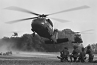 - NATO exercises in the Netherlands, U.S.Army Blackhawk helicopters  recovering Dutch soldiers after an operation (October 1983)....- esercitazioni NATO in Olanda, elicotteri Blackhawk dell'esercito USA recuperano soldati olandesi dopo una operazione (ottobre 1983)