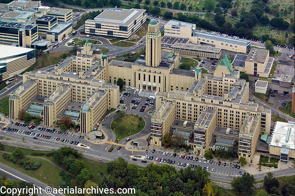aerial photograph of University of Montreal, Mount Royal, Quebec, Canada | photographie aérienne de l'Université de Montréal, Mont-Royal, Québec, Canada