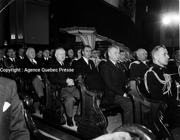 Les Funeraille d'Onesime gagnon, le 6 Octobre 1961<br /> <br /> <br /> Onésime Gagnon, né le 23 octobre 1888 à Saint-Léon-de-Standon et décédé le 30 septembre 1961 à Sillery, est un homme politique canadien. Lieutenant-gouverneur du Québec de 1958 à 1961, il fut également ministre dans le cabinet de Maurice Duplessis.<br /> <br /> <br /> PHOTO  : Agence Quebec Presse - Photo Moderne