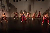 """Generalprobe der Auffuehrung """"Sieben"""" der Tanzschule """"Die Etage"""". Sieben Absolvent*innen der Tanzschule fuehren ihre Abschlussstuecke auf, ergaenzt durch weitere Choreographien zum Thema """"Die sieben Todsuenden"""".<br /> Im Bild: Die Totsuende """"Voellerei"""". Choreographie: Laura Alonso, Taenzer*innen: 2. Jahrgang.<br /> 9.9.2020, Berlin<br /> Copyright: Christian-Ditsch.de<br /> [NUR FUER REDAKTIONELLE ZWECKE! Werbung nur auf Anfrage beim Fotografen. Inhaltsveraendernde Manipulation des Fotos nur nach ausdruecklicher Genehmigung des Fotografen. Vereinbarungen ueber Abtretung von Persoenlichkeitsrechten/Model Release der abgebildeten Person/Personen liegen nicht vor. NO MODEL RELEASE! Don't publish without copyright Christian-Ditsch.de, Veroeffentlichung nur mit Fotografennennung, sowie gegen Honorar, MwSt. und Beleg. Konto: I N G - D i B a, IBAN DE58500105175400192269, BIC INGDDEFFXXX, Kontakt: post@christian-ditsch.de<br /> Bei der Bearbeitung der Dateiinformationen darf die Urheberkennzeichnung in den EXIF- und  IPTC-Daten nicht entfernt werden, diese sind in digitalen Medien nach §95c UrhG rechtlich geschuetzt. Der Urhebervermerk wird gemaess §13 UrhG verlangt.]"""