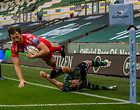 29th September 2020; Franklin Gardens, Northampton, East Midlands, England; Premiership Rugby Union, Northampton Saints versus Sale Sharks; Simon Hammersley of Sale Sharks scores a try in the corner to put Sale ahead 7-22