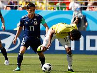 SARANSK - RUSIA, 19-06-2018: Juan CUADRADO (Der) jugador de Colombia disputa el balón con Makoto HASEBE (Izq) jugador de Japón durante partido de la primera fase, Grupo H, por la Copa Mundial de la FIFA Rusia 2018 jugado en el estadio Mordovia Arena en Saransk, Rusia. /  Juan CUADRADO (R) player of Colombia fights the ball with Makoto HASEBE (L) player of Japan during match of the first phase, Group H, for the FIFA World Cup Russia 2018 played at Mordovia Arena stadium in Saransk, Russia. Photo: VizzorImage / Julian Medina / Cont