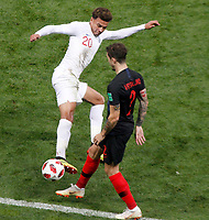 MOSCU - RUSIA, 11-07-2018: Sime VRSALJKO (Der) jugador de Croacia disputa el balón con Dele ALLI (Izq) jugador de Inglaterra durante partido de Semifinales por la Copa Mundial de la FIFA Rusia 2018 jugado en el estadio Luzhnikí en Moscú, Rusia. / Sime VRSALJKO (R) player of Croatia fights the ball with Dele ALLI (L) player of England during match of Semi-finals for the FIFA World Cup Russia 2018 played at Luzhniki Stadium in Moscow, Russia. Photo: VizzorImage / Julian Medina / Cont