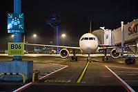 Mit 9 Jahren Verspaetung wurde am 31. Oktober 2020 der Flughafen Berlin-Brandenburg BER in Schoenefeld eroeffnet.<br /> Im Bild: Ein Maschine der Luffahrtgesellschaft Easy Jet steht am Gate vom Terminal.<br /> 31.10.2020, Schoenefeld<br /> Copyright: Christian-Ditsch.de