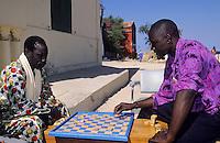 Afrique/Afrique de l'Ouest/Sénégal/Gorée : Joueurs de dames