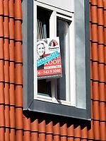 Nederland  Amsterdam - 2020.  Huis verkocht in Zaandam.  Foto : ANP/ Hollandse Hoogte / Berlinda van Dam