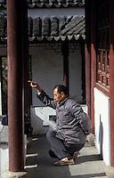 Asie/Chine/Jiangsu/Env Nankin: Jardin de contemplation - Chinois faisant sa gymnastique traditionnelle dans les jardins<br /> PHOTO D'ARCHIVES // ARCHIVAL IMAGES<br /> CHINE 1990
