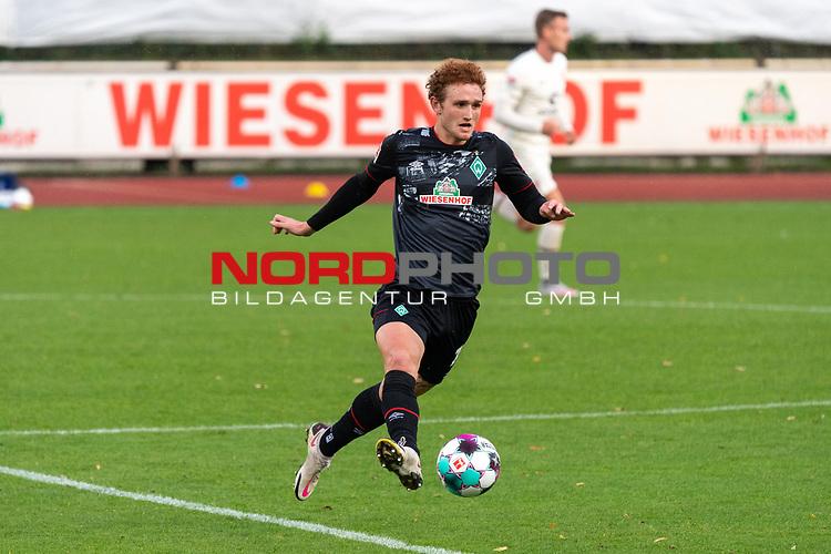 07.10.2020, wohninvest Weserstadion Platz 11, Bremen, GER, FSP SV WERDER BREMEN  vs 1. FC St. Pauli<br /> <br /> im Bild / picture shows <br /> <br /> Joshua Sargent (Werder Bremen #19)<br /> Einzelaktion, Ganzkörper / Ganzkoerper <br /> Querformat<br /> <br /> Foto © nordphoto / Kokenge