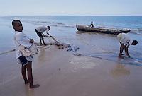 - fishermen on the beach of Beira....- pescatori sulla spiaggia di Beira