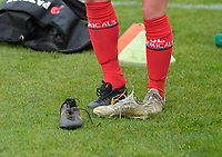 Julie Devos changes her shoes  pictured before a female soccer game between SV Zulte - Waregem and KRC Genk on the 8 th matchday of the 2020 - 2021 season of Belgian Scooore Women s SuperLeague , saturday 21 th of November 2020  in Zulte , Belgium . PHOTO SPORTPIX.BE   SPP   DIRK VUYLSTEKE