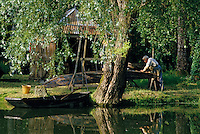 Europe/France/Poitou-Charentes/79/Deux-Sèvres/La Garette : Marais poitevin - Construction et entretien des barques<br /> PHOTO D'ARCHIVES // ARCHIVAL IMAGES<br /> FRANCE 1990