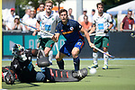 GER - Mannheim, Germany, May 27: During the men semi-final match between Uhlenhorst Muehlheim and Mannheimer HC at the Final4 tournament May 27, 2017 at Am Neckarkanal in Mannheim, Germany. (Photo by Dirk Markgraf / www.265-images.com) *** Local caption *** Timm Haase #27 of Mannheimer HC