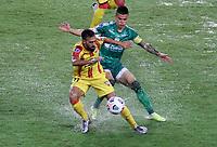 PEREIRA - COLOMBIA, 29-04-2021: Walmer Pacheco de La Equidad (COL) y Jonathan Duche de Aragua F. C. (VEN), luchan por el balon durante partido entre La Equidad (COL) y Aragua F. C. (VEN) por la Copa CONMEBOL Sudamericana 2021 en el Estadio Hernan Ramirez Villegas de la ciudad de Pereira. / Walmer Pacheco of La Equidad (COL) and Jonathan Duche of Aragua F. C. (VEN), fight for the ball during a match beween La Equidad (COL) and Aragua F. C. (VEN) for the CONMEBOL Sudamericana Cup 2021 at the Hernan Ramirez Villegas Stadium, in Pereira city. / VizzorImage / Pablo Bohorquez / Cont.