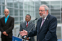 Montreal (Qc) CANADA - Augus 16 t, 2011 - Un partenariat pour la qualité de l'air -  Le ministre  Canadien du Développement durable, de l'Environnement et des Parcs, Pierre Arcand.