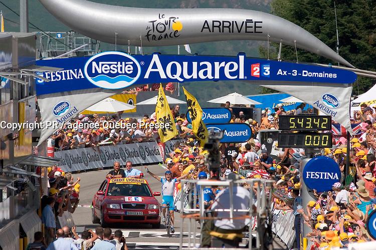 Juillet 2005, opération tri sur le Tour de France en Midi Pyrénées, l'arrivée de l'étape à Ax Trois Domaines. Le vainqueur, l'autrichien Georg Totschnig // July 2005, sorting operation on the Tour de France in Midi Pyrenees, the arrival at Ax Trois Domaines. The winner, the Austrian Georg Totschnig<br /> PHOTO :  Agence Quebec presse