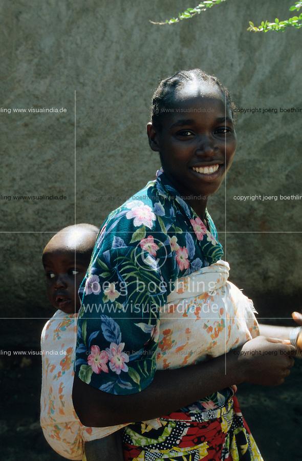 "Afrika Burundi Bujumbura .Frau mit Baby in Bujumbura  - Menschen Frauen Kinder Armut Hutu Tutsi xagndaz | .Tutsi woman with baby - people poverty child children conflict ethnic civil war.| [ copyright (c) Joerg Boethling / agenda , Veroeffentlichung nur gegen Honorar und Belegexemplar an / publication only with royalties and copy to:  agenda PG   Rothestr. 66   Germany D-22765 Hamburg   ph. ++49 40 391 907 14   e-mail: boethling@agenda-fototext.de   www.agenda-fototext.de   Bank: Hamburger Sparkasse  BLZ 200 505 50  Kto. 1281 120 178   IBAN: DE96 2005 0550 1281 1201 78   BIC: ""HASPDEHH"" ,  WEITERE MOTIVE ZU DIESEM THEMA SIND VORHANDEN!! MORE PICTURES ON THIS SUBJECT AVAILABLE!! ] [#0,26,121#]"