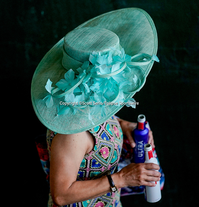 April 30, 2021 : Scenes from Kentucky Oaks Day at Churchill Downs on April 30, 2021 in Louisville, Kentucky. Scott Serio/Eclipse Sportswire/CSM