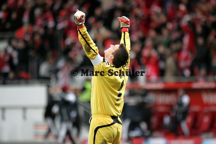 Siegesjubel Dimo Wache (FSV Mainz 05) +++ Marc Schueler +++ 1. FSV Mainz 05 vs. 1. FC Nuernberg, 24.02.2007, Stadion am Bruchweg Mainz +++ Bild ist honorarpflichtig. Marc Schueler, Kreissparkasse Grofl-Gerau, BLZ: 50852553, Kto.: 8047714