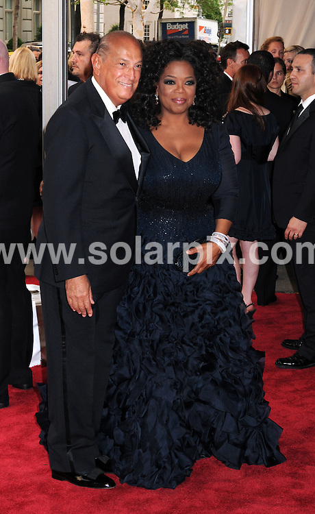 **ALL ROUND PICTURES FROM SOLARPIX.COM**.**SYNDICATION RIGHTS FOR UK, AUSTRALIA, DENMARK, PORTUGAL, S. AFRICA, SPAIN & DUBAI (U.A.E) & ASIA (EXCLUDING JAPAN) ONLY**.arrivals for the American Woman: Fashioning a National Identity Costume Institute Gala at the Metropolitan Museum of Art, New York City, NY, USA. 3 May 2010..This pic: Oscar De La Renta and Oprah Winfrey..JOB REF: 11198 PHZ Wild1  DATE: 03_05_2010.**MUST CREDIT SOLARPIX.COM OR DOUBLE FEE WILL BE CHARGED**.**MUST NOTIFY SOLARPIX OF ONLINE USAGE**.**CALL US ON: +34 952 811 768 or LOW RATE FROM UK 0844 617 7637**