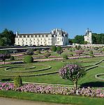 France, Indre-et-Loire, Chenonceaux: Chenonceau Chateau and Diane De Poitiers' Garden | Frankreich, Indre-et-Loire, Chenonceaux: Chenonceau Chateau und Diane de Poitiers Garten