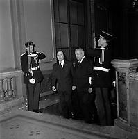 Le 2 et 3 février 1962. Vue de Michel Debré et de Louis Bazerque montant les marches du Capitole.