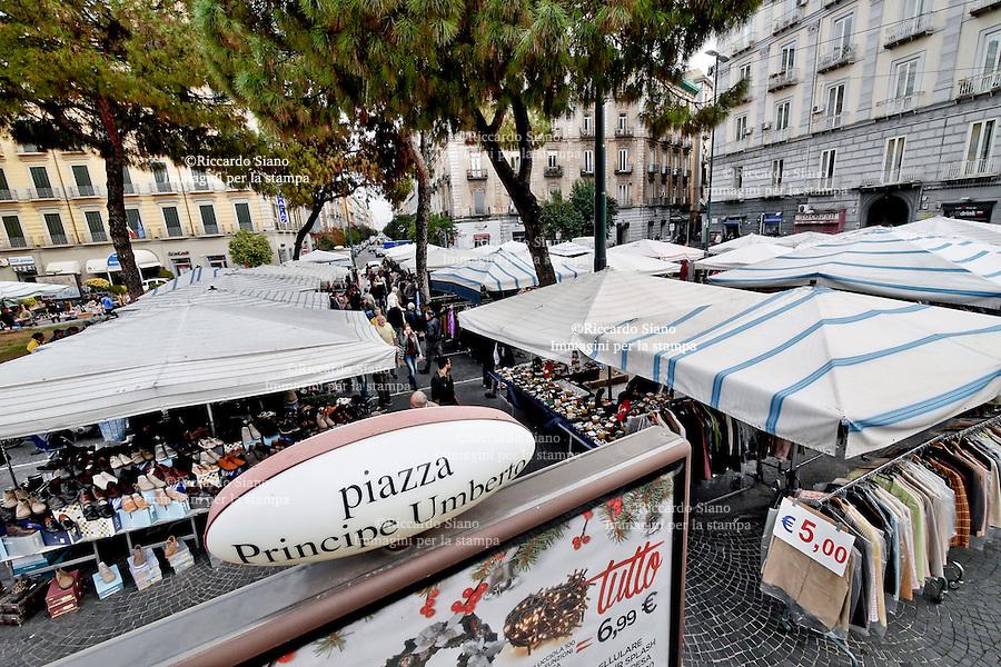 - NAPOLI 28 NOV 2014 -   mercato ambulanti piazza Umberto I
