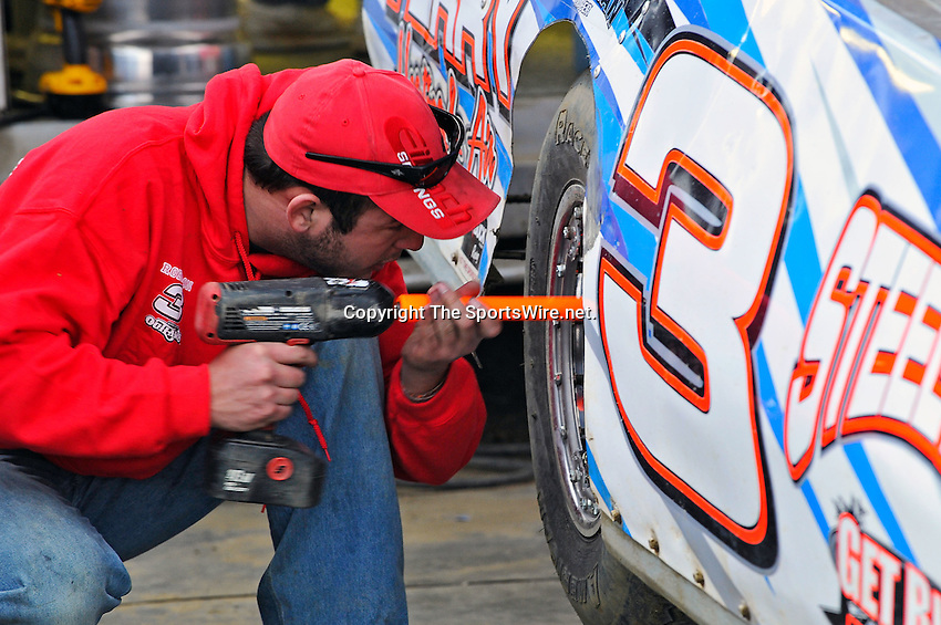 Feb 12, 2011; 5:49:47 PM; Gibsonton, FL., USA; The Lucas Oil Dirt Late Model Racing Series running The 35th annual Dart WinterNationals at East Bay Raceway Park.  Mandatory Credit: (thesportswire.net)