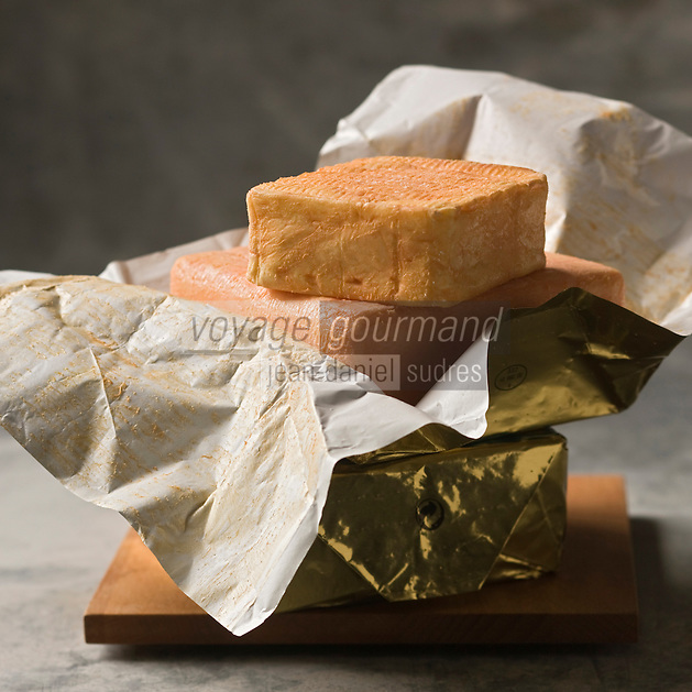 Europe/France/Nord-Pas-de-Calais/59/Nord:  Fromage AOC Maroilles - Stylisme : Valérie LHOMME //  France, Nord, Maroilles cheese,