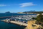 Spain, Costa Blanca, Moraira: View over yacht marina with Penon de Ifach and Calp in distance | Spanien, Costa Blanca, Moraira: Fischerort mit Yachthafen, am Horizont Penyal d'Ifac und Calp