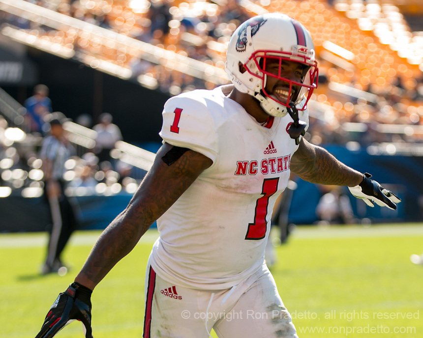 North Carolina State running back Jaylen Samuels celebates his 40-yard touchdown run. The North Carolina Wolfpack defeated the Pitt Panthers 35-17 at Heinz Field, Pittsburgh, PA on October 14, 2017.