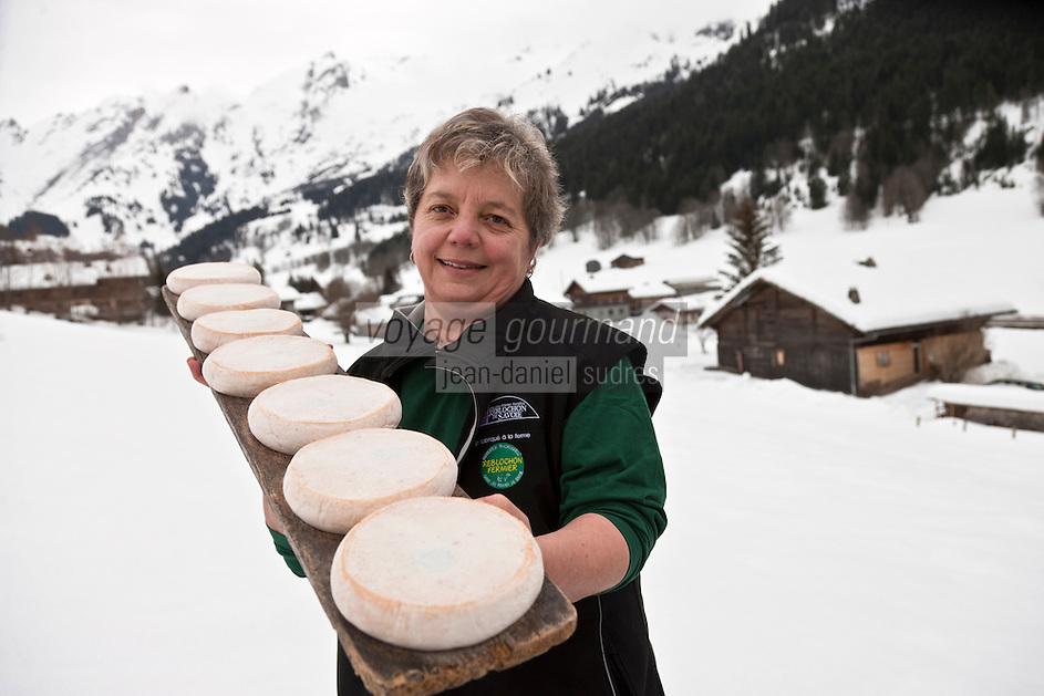 Europe/France/Rhône-Alpes/74/Haute-Savoie/La Clusaz: Marie-Louise Donzel productrice de Reblochon Fermier au lait cru, à la Ferme des Corbassières