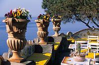 """Europe/Italie/Côte Amalfitaine/Campagnie/Positano : Les terrasses de l'hôtel """"San Pietro"""" et vue sur la côte"""