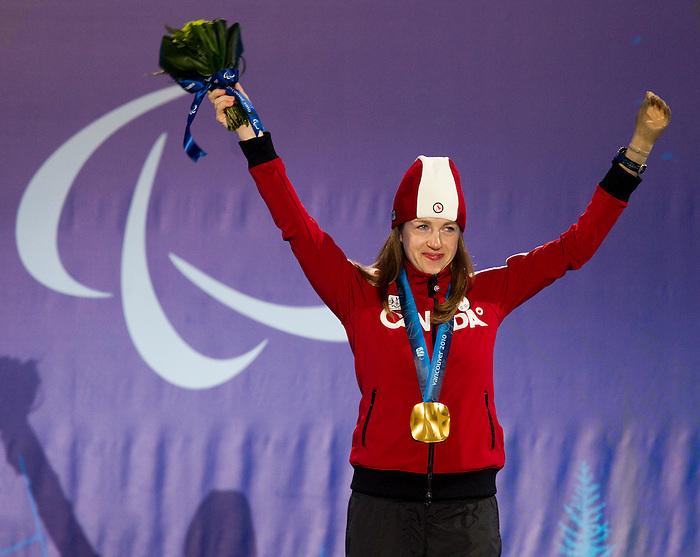 Lauren Woolstencroft, Vancouver 2010 - Para Alpine Skiing // Ski para-alpin.<br /> Lauren Woolstencroft receives her gold medal in Para Alpine Skiing // Lauren Woolstencroft reçoit sa médaille d'or en ski para-alpin. 15/03/2010.