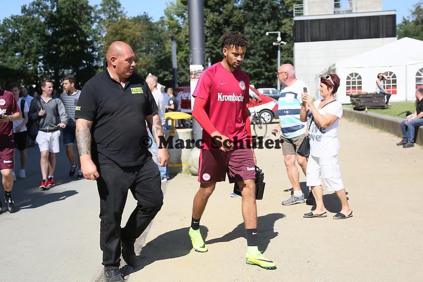 Michael Hector (Eintracht Frankfurt) auf dem Weg zum ersten Training mit der Eintracht - Eintracht Frankfurt Training, Commerzbank Arena