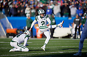 New York Jets Jason Myers (2) kicks a 47 yard field goal as Lac Edwards (4) holds during an NFL football game against the Buffalo Bills, Sunday, December 9, 2018, in Orchard Park, N.Y.  (Mike Janes Photography)
