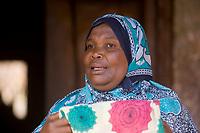 Afrique/Afrique de l'Est/Tanzanie/Zanzibar/Ile Unguja/Makunduchi: scenes de vie au village - femme
