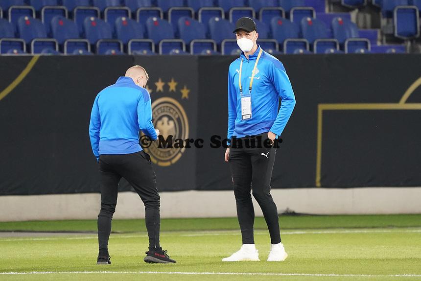 Island betritt den Rasen - 25.03.2021: WM-Qualifikationsspiel Deutschland gegen Island, Schauinsland Arena Duisburg
