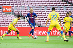 Ivan Rakitic of FC Barcelona (C) in action during the La Liga 2017-18 match between FC Barcelona and Las Palmas at Camp Nou on 01 October 2017 in Barcelona, Spain. (Photo by Vicens Gimenez / Power Sport Images