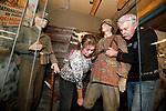 Foto: VidiPhoto<br /> <br /> ARNHEM – Medewerkers van het Arnhems Oorlogsmuseum 40-45 verwijderen dinsdag peperdure Duitse militaria uit de vitrines. Aanleiding zijn de roofovervallen onlangs in twee Nederlandse particuliere oorlogsmusea en één in Denemarken waarbij voor miljoenen euro's werd geroofd. De inbrekers, die grof geweld gebruiken, hebben het vooral voorzien op zeldzame uniformen, helmen en wapens van onder andere de SS. Omdat er verdachte bezoekers zijn gesignaleerd verwacht het Arnhems Oorlogsmuseum het volgende slachtoffer te zijn van -vermoedelijk- Oosteuropese bendes. Daarom wordt dinsdag een begin gemaakt met het verwijderen van onbetaalbare en unieke militaria. Andere spullen worden voorzien van gps-trackers en inmiddels is het museum ook beveiligd met betonblokken en een stalen hekwerk.