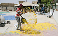 Senegal, Thies, plastic recycling from garbage, new granulate after processing / Plastik Recycling Unternehmen ProPlast Industrie, Plastik Granulat