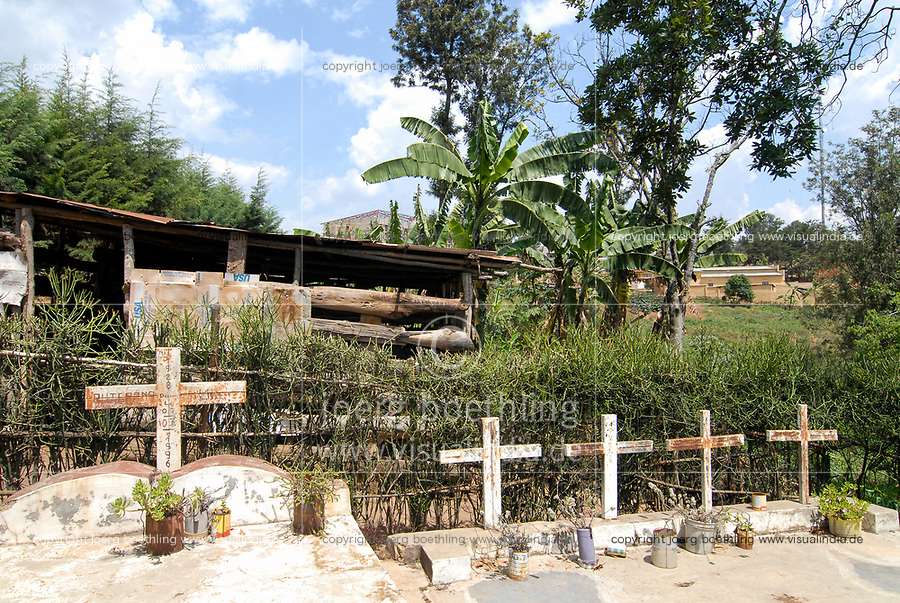 RWANDA Nyanza , Genocide survivor Tutsi Angelique Ruterana who has lost most of her family during genocide 1994 , graveyard for the killed family members at her house / RUANDA Nyanza , Ueberlebende des Genozid , Tutsi Angelique Ruterana hat ihre Familie waehrend des Voelkermord 1994 verloren, Graeber ihrer getoeteten Angehoerigen an ihrem Wohnhaus