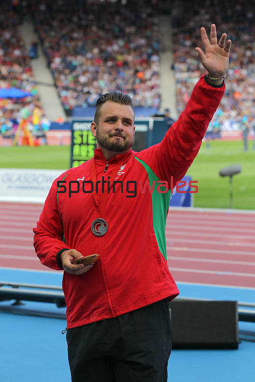 Glasgow 2014 Commonwealth Games<br /> Aled Davies (Wales) salutes the crowd after winning silver in the Men's Para-Sport Discus Throw.<br /> Hampden Park<br /> 28.07.14<br /> ©Steve Pope-SPORTINGWALES