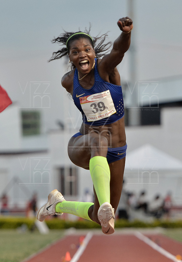 "CALI -COLOMBIA. 25-06-2016. Catherine Ibarguen atleta colombiana durante su participación en el Grand Prix Internacional de Atletismo de Mayores ""Valle Oro Puro"" realizado entre el 25 y 26 de junio de 2016 en el estadio Pedro Grajales de la ciudad de Cali. / Catherine Ibarguen colombian athlete during her participation in the Grand Prix International Athletics Open ""Valle Oro Puro"" held between 25 and 26 June 2016 at Pedro Grajales stadium in Cali city. Photo: VizzorImage/ Gabriel Aponte / Staff"