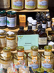 CHE, Schweiz, Tessin, Bellinzona (Altstadt): Marktstand in der Via Nosetta - Honigprodudkte | CHE, Switzerland, Ticino, Bellinzona (Old Town): market stand at Via Nosetta - honey products