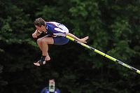 FIERLJEPPEN: GRIJPSKERK: Accommodatie 'De Enk', Fierljepvereniging Grijpskerk, 02-06-2012, 1e Klas wedstrijd, Senioren Topklasse, Thewis Hobma tijdens zijn winnende sprong 19,85m, ©foto Martin de Jong