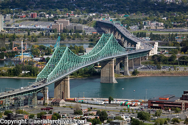 aerial photograph of the Jacques Cartier Bridge, Pont Jacques-Cartier, Montreal, Quebec, Canada | photographie aérienne du pont Jacques-Cartier, Pont Jacques-Cartier, Montréal, Québec, Canada